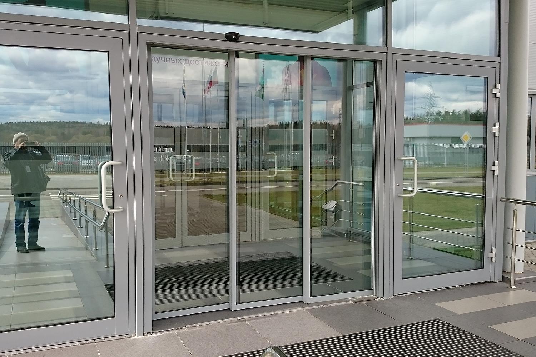 Телескопические раздвижные двери.